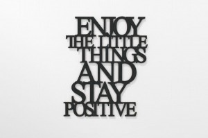 Enjoy the little things and stay positive - napis 3d