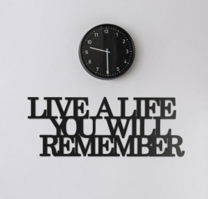 Napis na ścianę Live a life you will remember